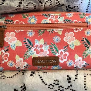 Nautica NWT clutch with RFID protection